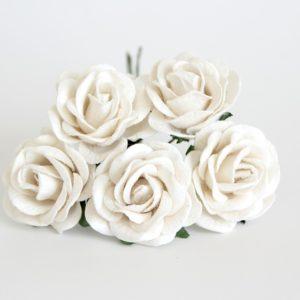 Белая роза кудрявая