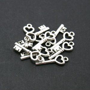 Металлическая подвеска маленький ключик