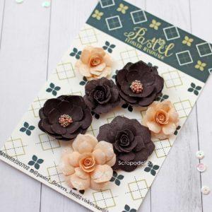 Цветы ручной работы из ткани персиковые и коричневые