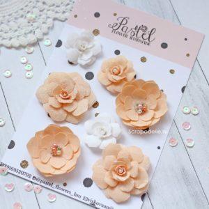 Цветы ручной работы из ткани персиковые и белые