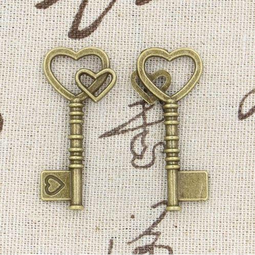 Металлическая подвеска ключ с двумя сердцами